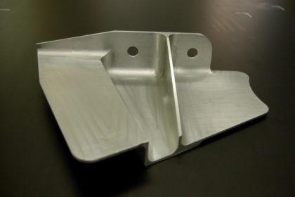 アルミ(A7075)削りだし薄肉の航空機部品